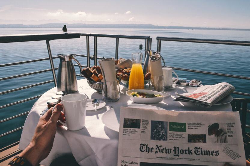 Frühstück auf dem Schiff