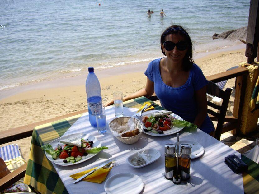 Mittagessen in einer typisch griechischen Taverne