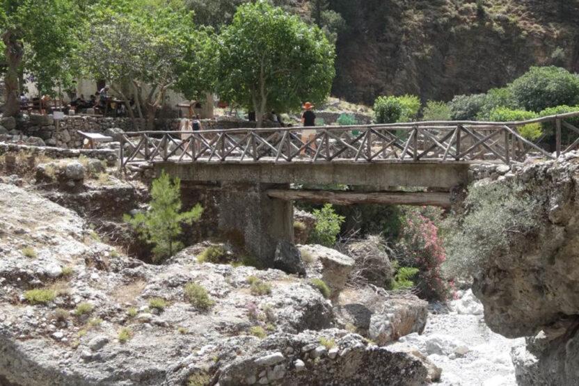 Brücke bei der Wanderung durch die Samaria-Schlucht