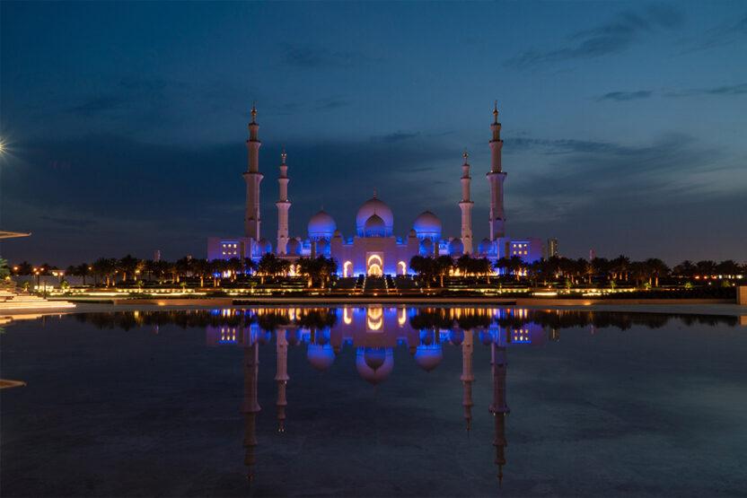 Die Sheikh Zayed Moschee nachts