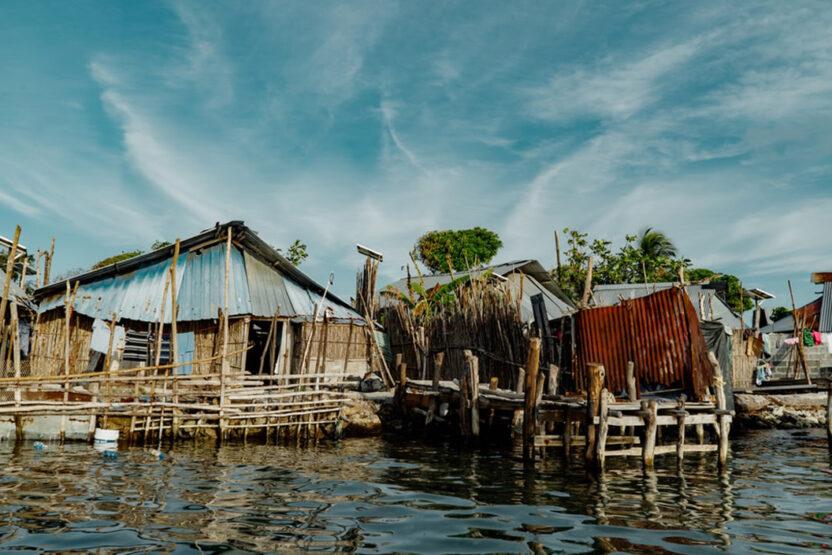 Holzhäuser auf dem Wasser in Panama