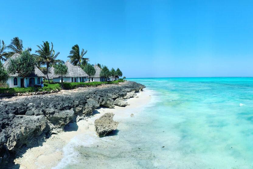 Häuser direkt am Strand auf Sansibar