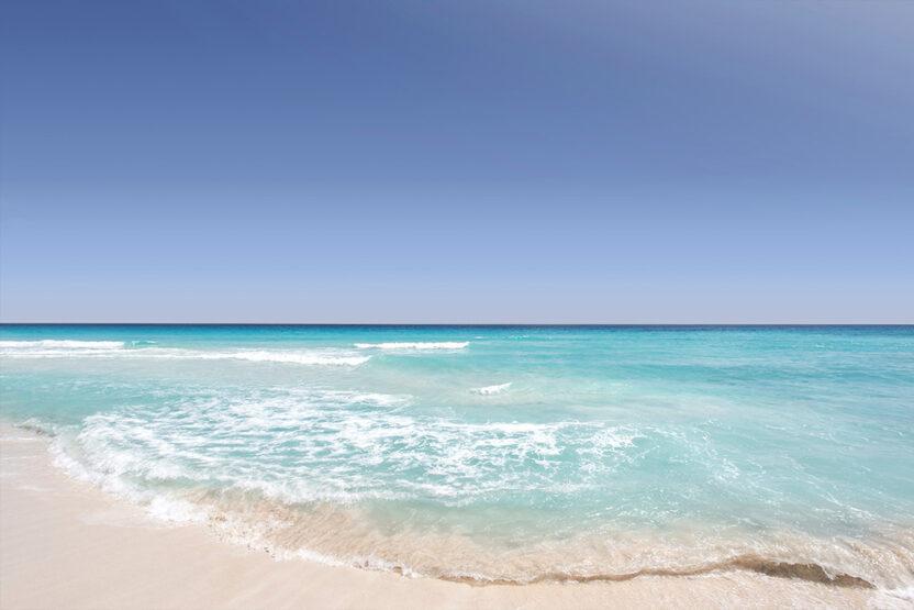 Türkisfarbenes Wasser und traumhafte Sandsträndein Cancún