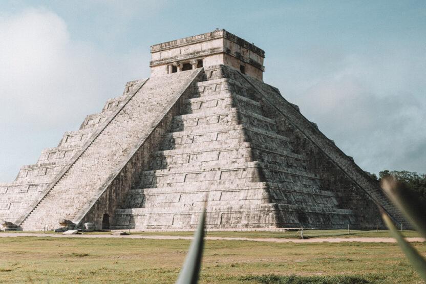 Pyramide El Castillo in der Maya-Stätte Chichén Itzé in Cancún