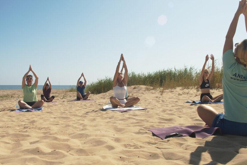 Ob Yoga oder Beach Volleyball - alles mit Abstand möglich